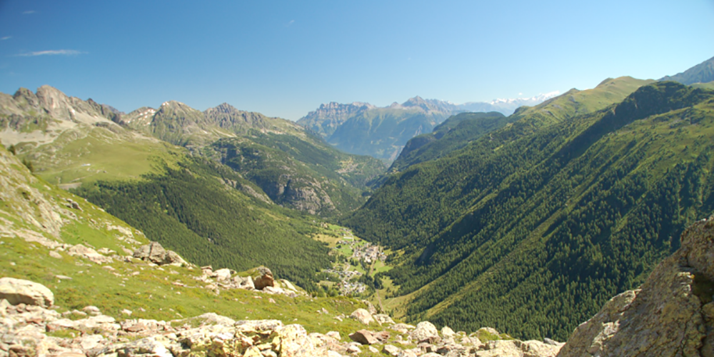 Gradient d'altitude au dessus de la vallée de Valorcine, zone d'étude de référence du CREA Mont-Blanc © A.Delestrade